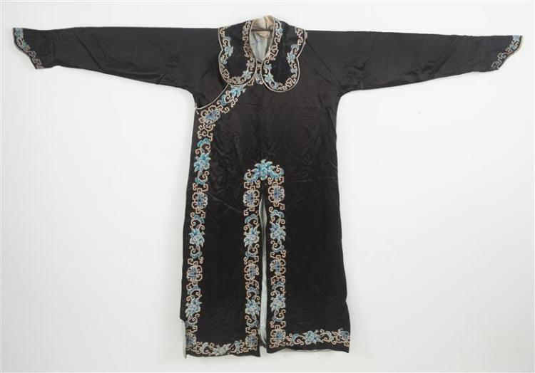 SILK NEEDLEWORK ROBE With blue and silver flower and fretwork design. Together with matching collar and belt.