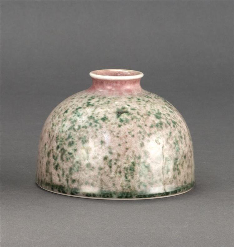 PEACHBLOOM GLAZE PORCELAIN WRITER''S COUPE In beehive form with mottled green and red glaze. Six-character Kangxi mark on base. Heigh..