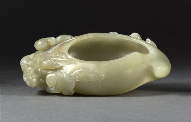 CARVED GRAY-GREEN JADE BRUSH WASHER In bat-on-ruyi form. Length 5