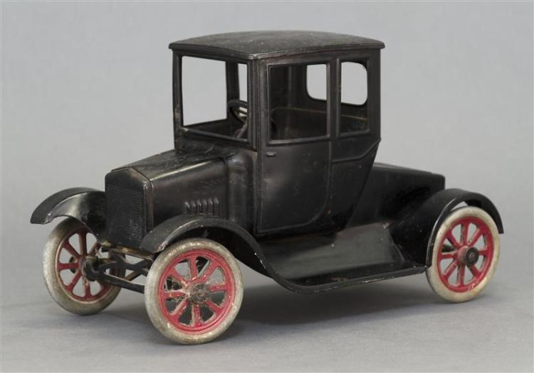 BUDDY L PRESSED STEEL FORD MODEL T TOY CAR In original paint with original label. Length 11