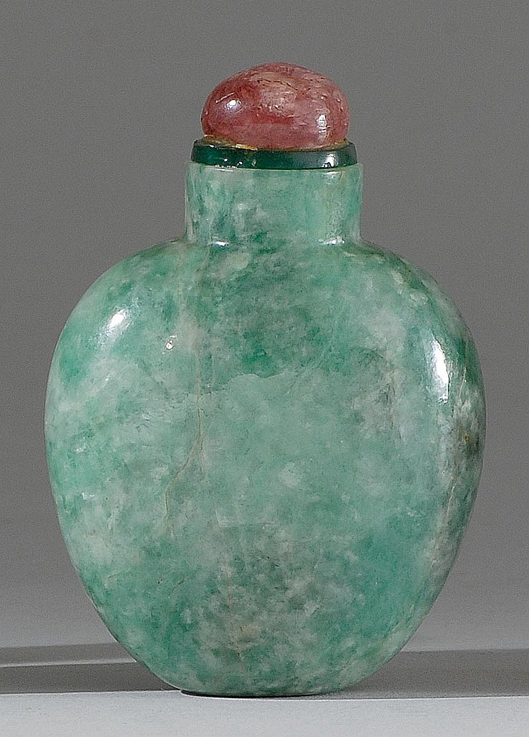 GREEN JADEITE SNUFF BOTTLE In spade shape with forest green coloration. Height 2½