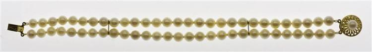 14KT GOLD AND FAUX PEARL DOUBLE-STRAND BRACELET With two spacers and floriform clasp. Length 7.5
