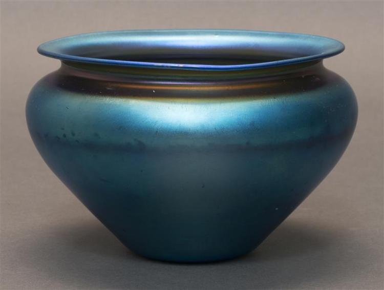QUEZAL GLASS BOWL In iridescent blue. Signed. Diameter 6