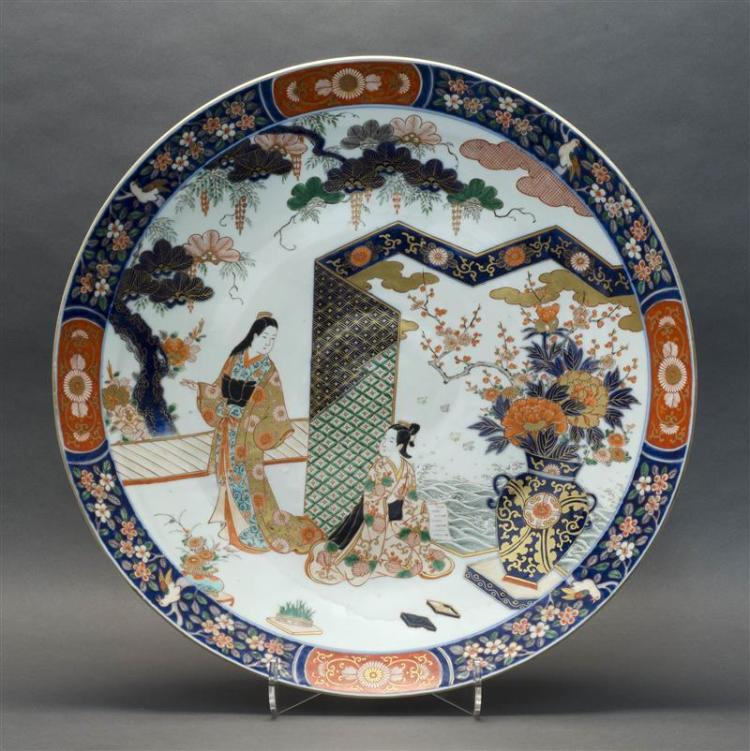LARGE JAPANESE IMARI PORCELAIN CHARGER With decoration of figures in a courtyard. Six-character mark on base. Diameter 24