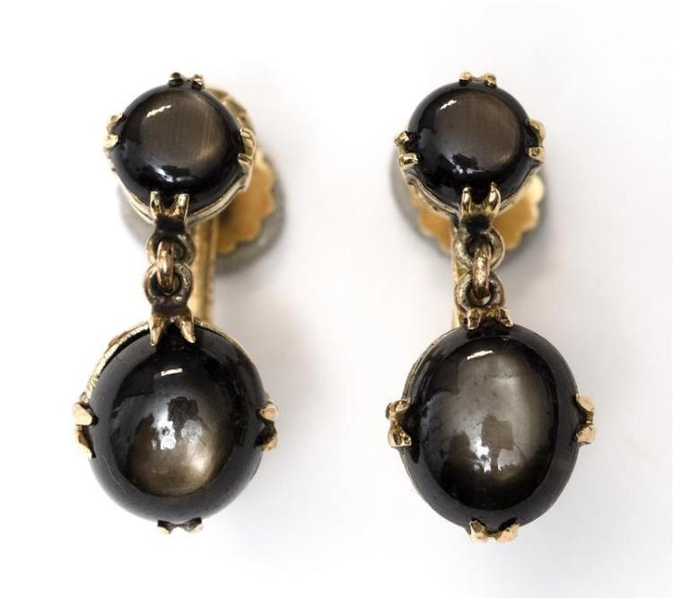 PAIR OF 14KT YELLOW GOLD AND MOONSTONE PENDANT EARRINGS With screw backs. Length 1.9 cm.