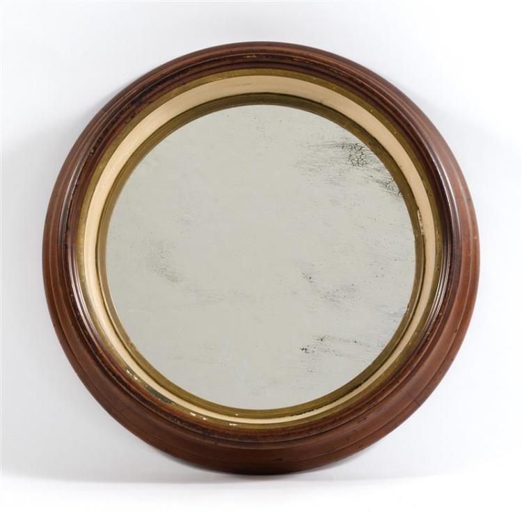 VICTORIAN CIRCULAR SHADOWBOX MIRROR In walnut. Interior painted white with a gilt liner. Diameter 19