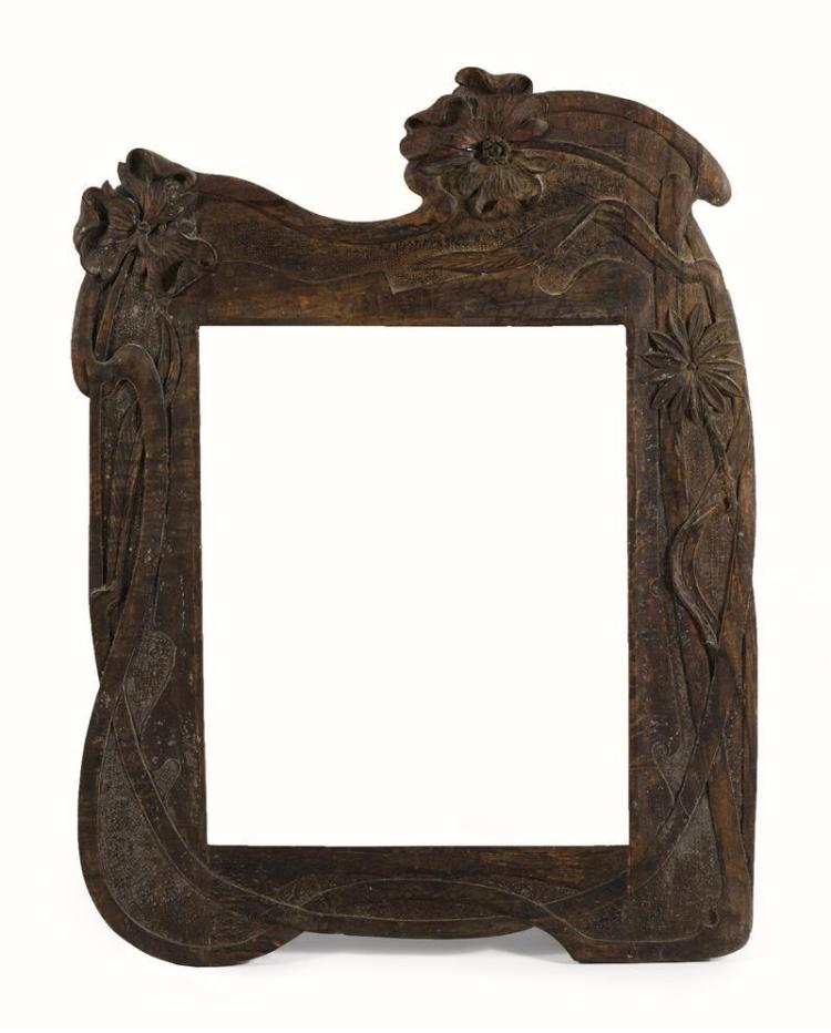 ART NOUVEAU-STYLE CARVED WOOD FRAME In an organic form with floral design. Aperture 23