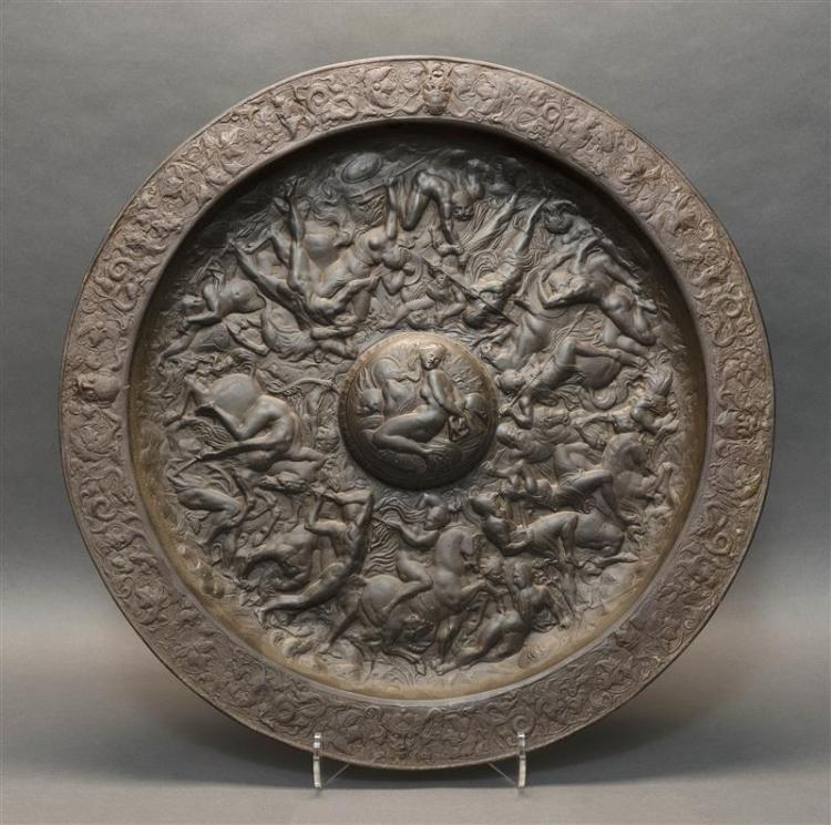 LARGE CAST IRON CHARGER With relief-molded depiction of a Roman battle. Diameter 26