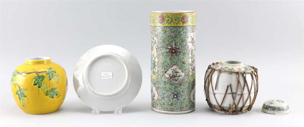 FOUR PIECES OF CHINESE PORCELAIN 1) Cylindrical famille rose jar with floral cartouches on a green ground. Height 10