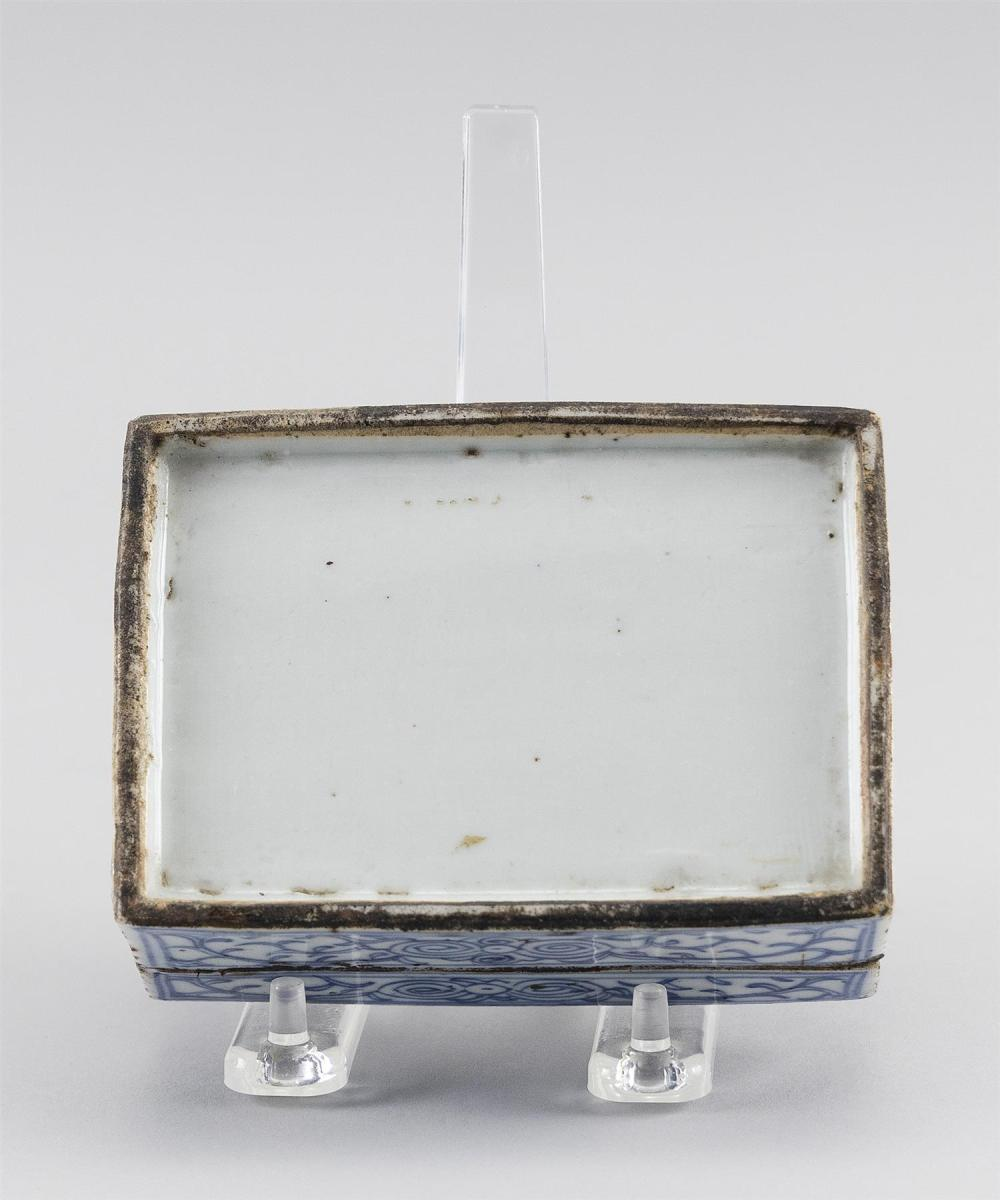 CHINESE BLUE AND WHITE PORCELAIN SEAL PASTE BOX Rectangular, with a bat and vine design. Length 4.5