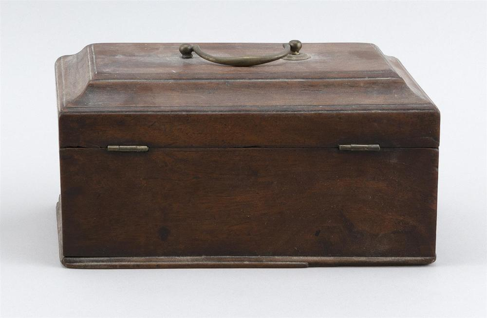 ENGLISH TEA CADDY In walnut. Top with brass bail handle. Height 4.75