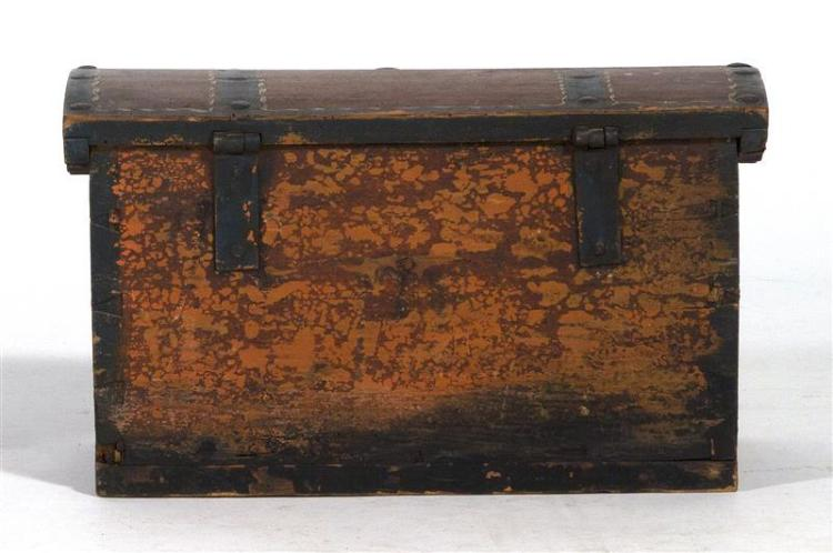 DOME-TOP DOCUMENT BOX Dovetail construction. Painted red, green and white. A name and