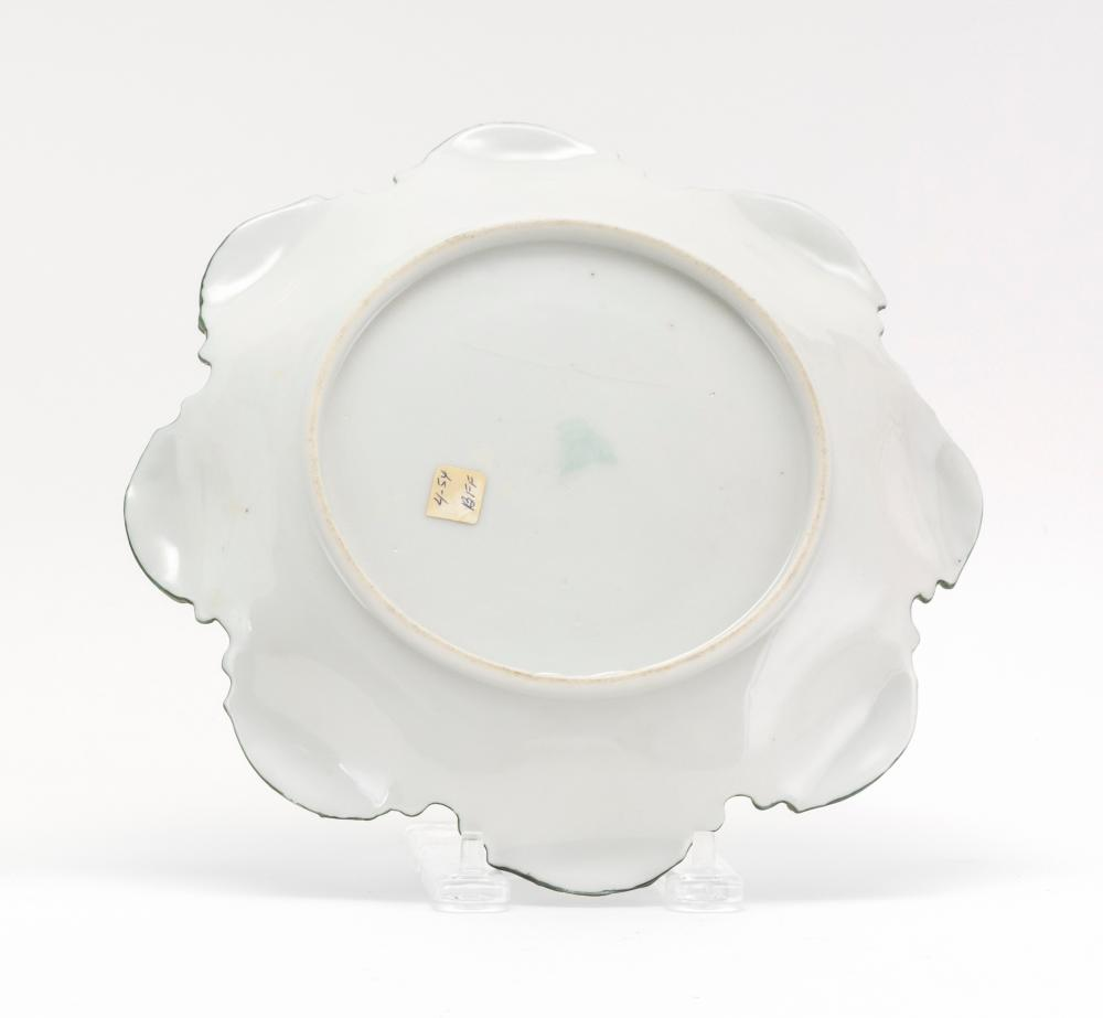 MORIAGE NIPPON PORCELAIN SERVING DISH With eight-lobed rim and iris decoration. Diameter 8.5