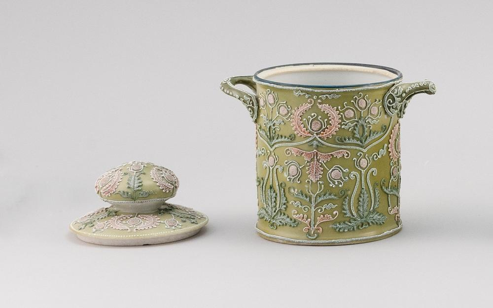 MORIAGE NIPPON PORCELAIN HUMIDOR Cylindrical, with applied handles and passionflower decoration. Height 6.5