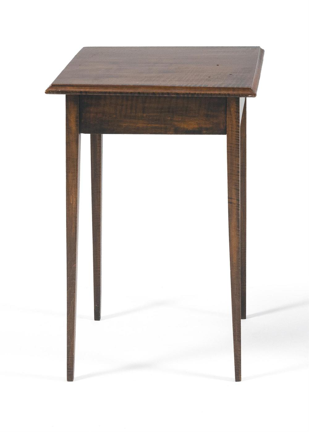 COUNTRY HEPPLEWHITE STAND In curly maple, with a molded-edge top and slender tapered legs. Height 28.25