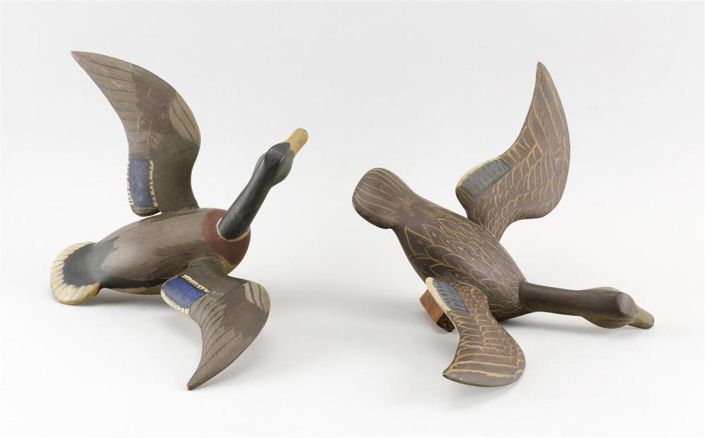 PAIR OF CHESAPEAKE BAY-AREA MINIATURE MALLARDS Maker unknown. In flying form. Lengths 9.5