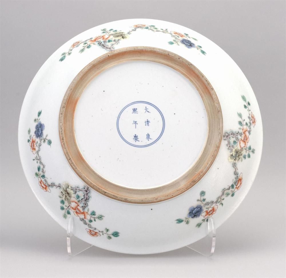 CHINESE FAMILLE VERTE PORCELAIN CHARGER Figural landscape decoration. Six-character Kangxi mark on base. Diameter 16.6