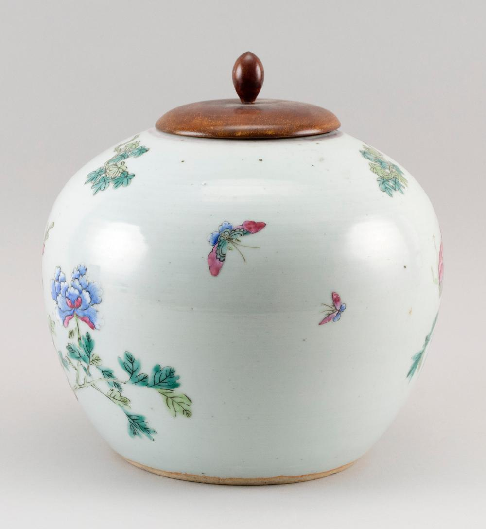 CHINESE FAMILLE ROSE PORCELAIN GINGER JAR Decoration of a phoenix in a peony garden. Height 8