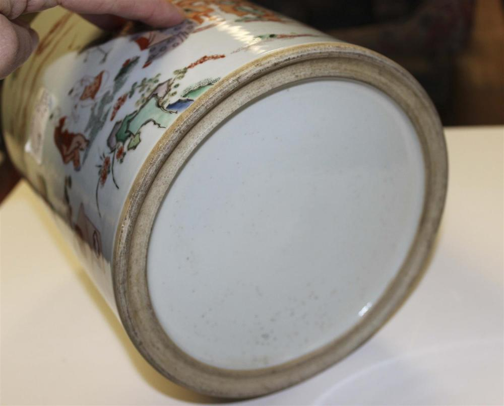 CHINESE FAMILLE VERTE PORCELAIN BRUSH POT Cylindrical, with figural landscape decoration. Height 8.25