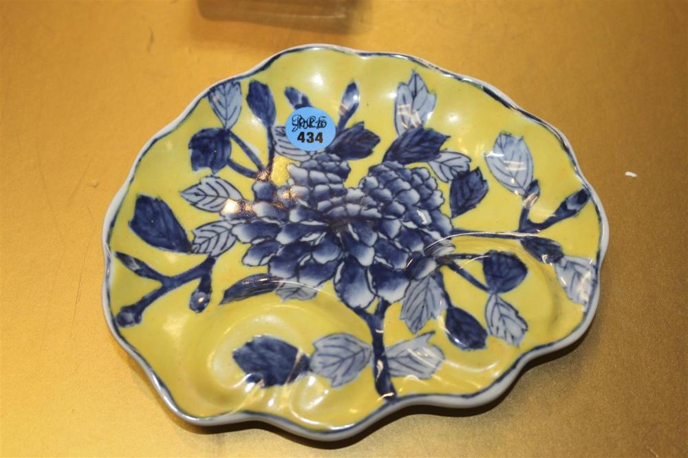 CHINESE MING-STYLE IMPERIAL YELLOW PORCELAIN DISH In palmette shape, with blue floral decoration. Marked on base. Length 6.25