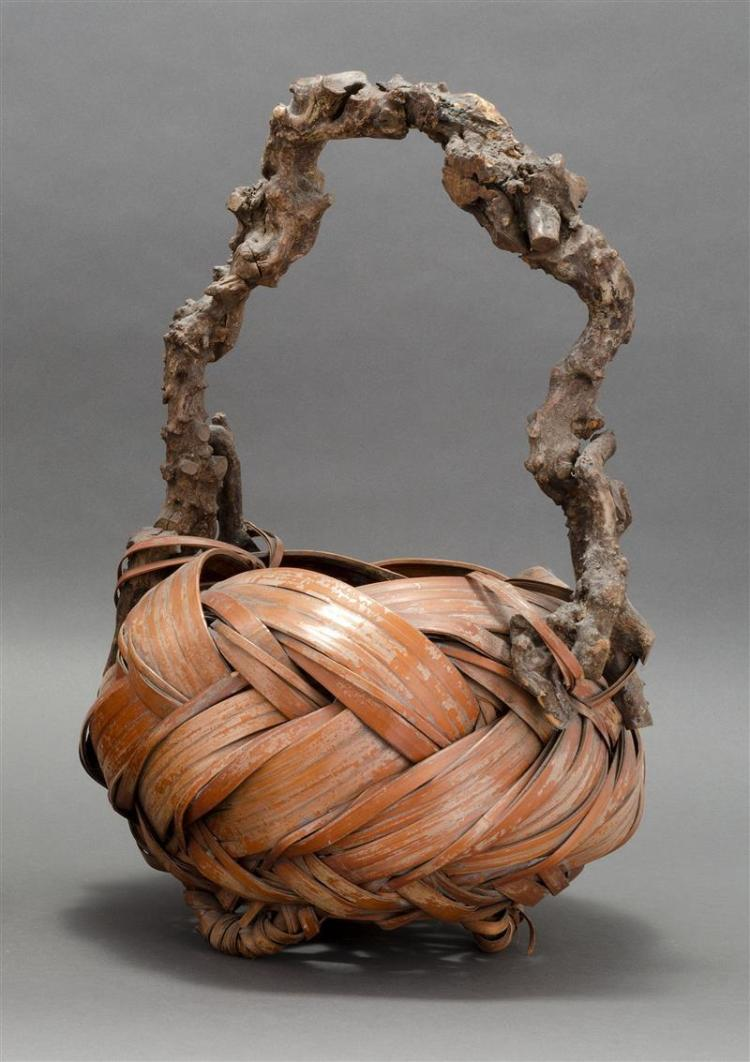 SPLINT BAMBOO IKEBANA BASKET In ovoid form with three loop feet and root wood handle. Red-brown color. Height 19.5