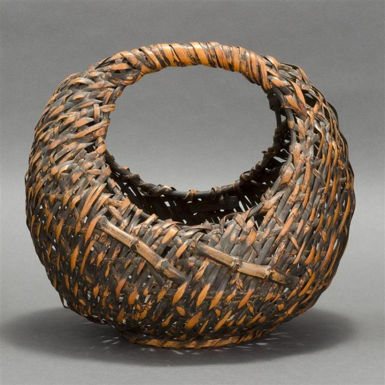 SPLINT BAMBOO IKEBANA BASKET In moon form with bamboo imbrication. Height 13
