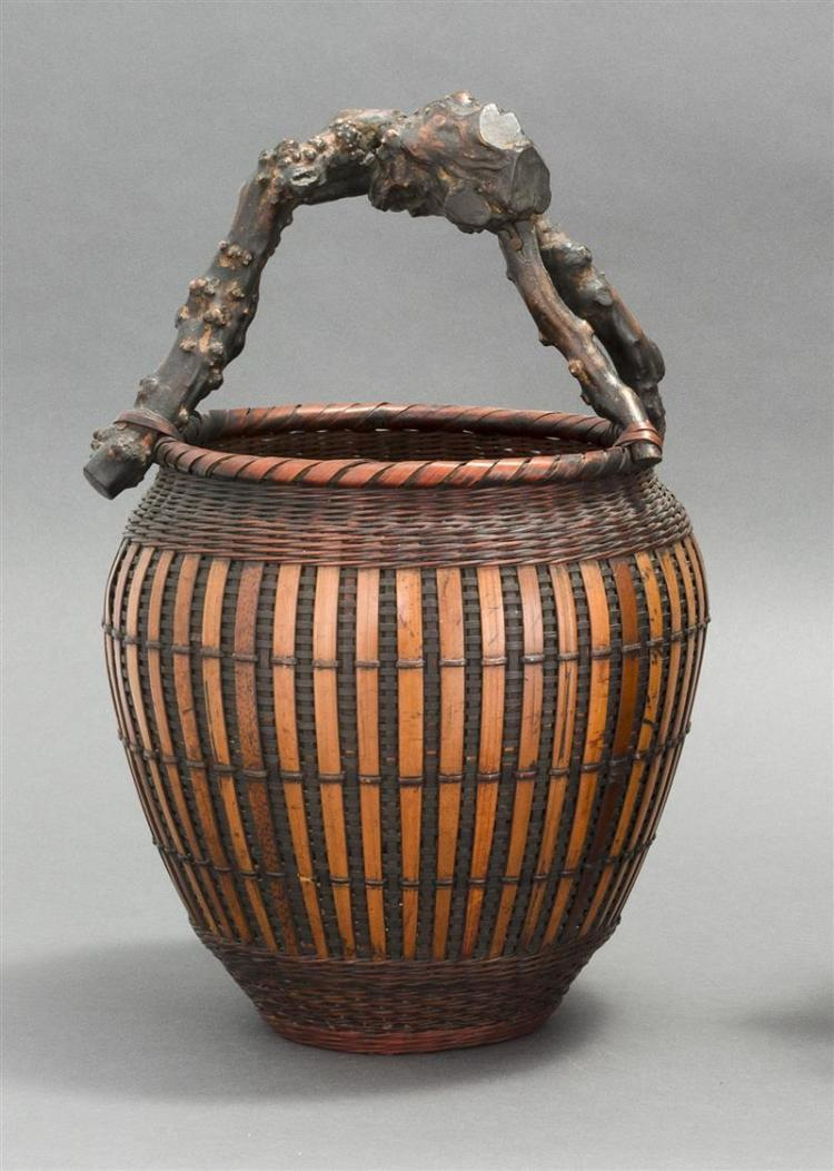 SPLINT BAMBOO IKEBANA BASKET In tea jar form with vertical design and root wood handle. Height 14.5