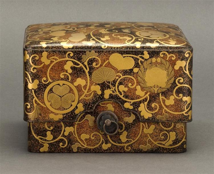 GOLD LACQUER BOX Decorated with Tokugawa and peony mon on a nashiji ground. Nashiji interior. Height 5.25