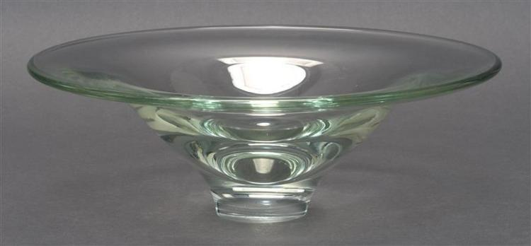 KATHLEEN MULCAHY ART GLASS BOWL In light green. Engraved signature. Dated 1974. Diameter 10.8