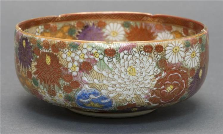 SATSUMA POTTERY BOWL In Thousand Flowers design. Red mark signature on base. Diameter 5