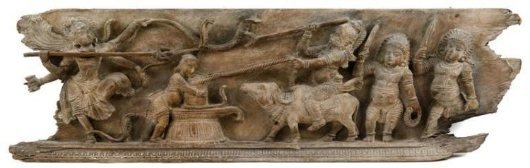 CARVED WOOD FRIEZE Depicting a battle between mythological figures. 11