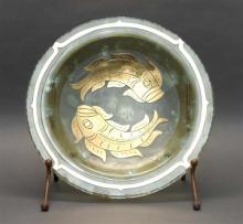 ART GLASS CHARGER Depicting two golden fish. Signed