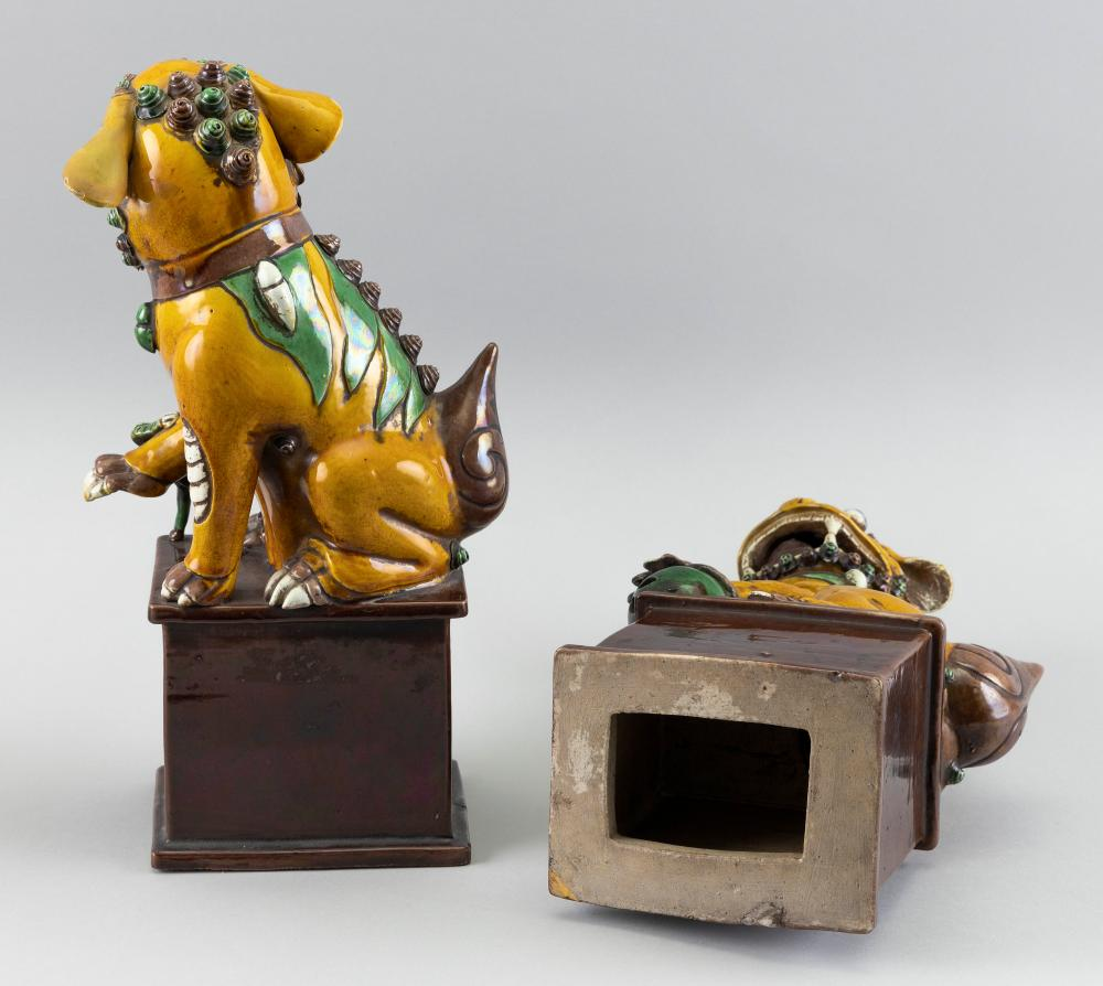 PAIR OF CHINESE SANCAI PORCELAIN FU DOGS Late 19th Century Heights 12
