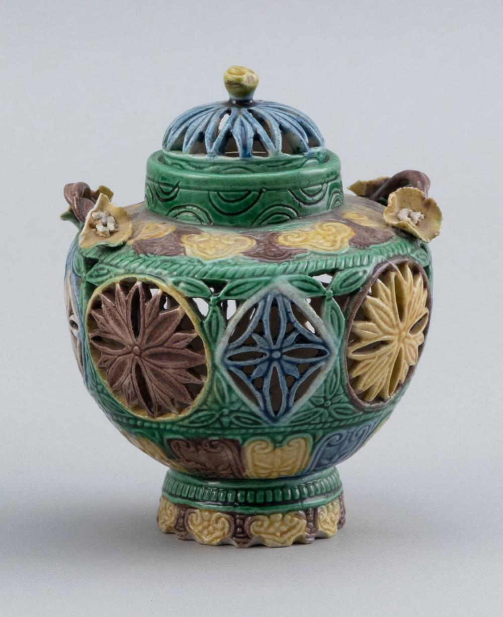 FINE CHINESE SANCAI PORCELAIN COVERED CENSER Early 19th Century Height 4.5
