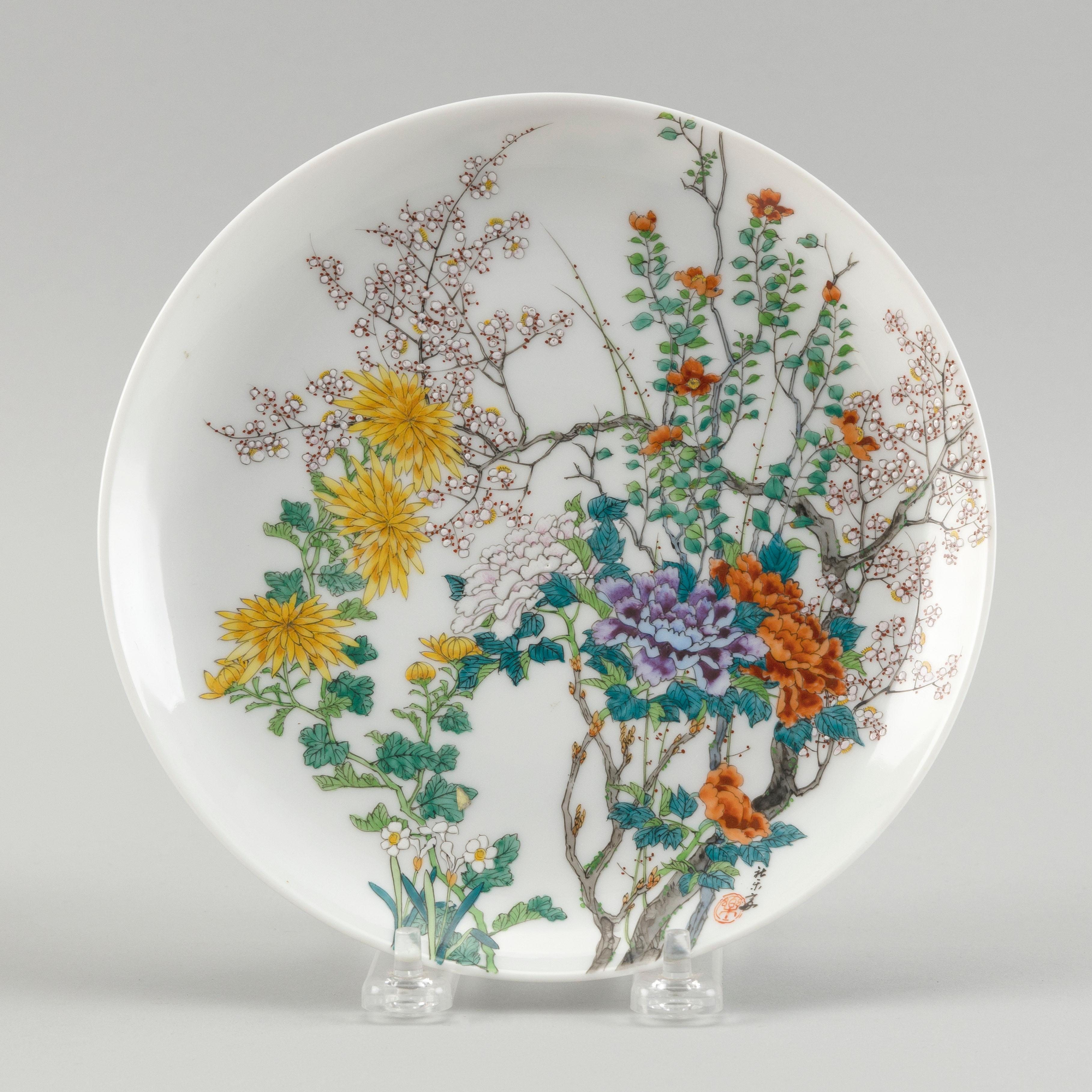 """CHINESE POLYCHROME ENAMELED PORCELAIN DISH WITH EROTIC SCENES 19th Century Diameter 7.5""""."""