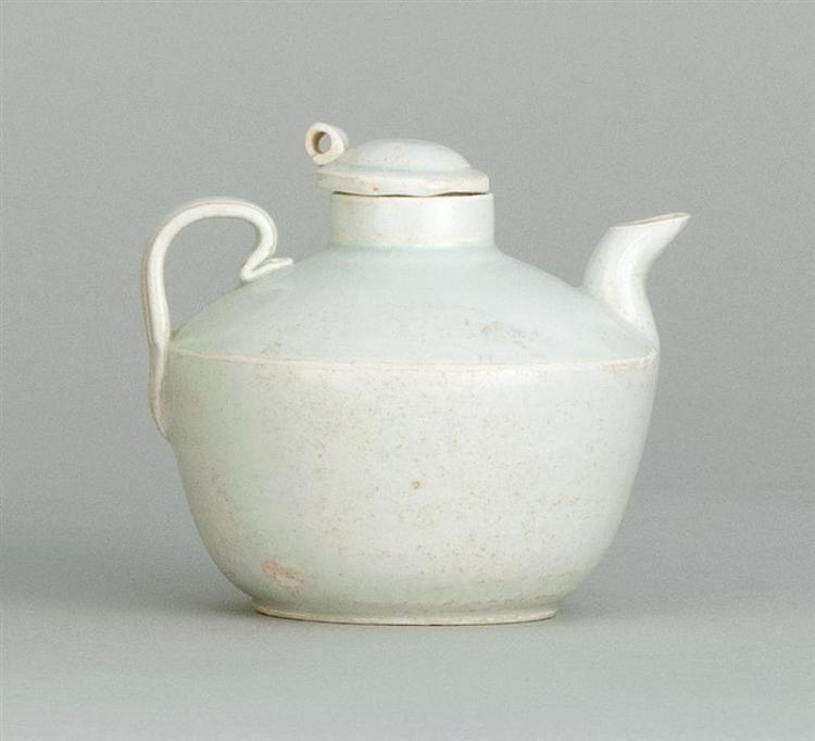 QINGBAI PORCELAIN WINE EWER In ovoid form. Length 3.8
