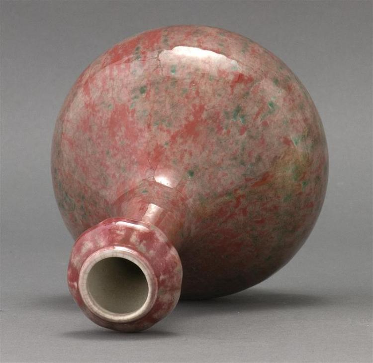 OXBLOOD-VARIANT GLAZE PORCELAIN VASE In double gourd form with double ring mark on base. Height 9