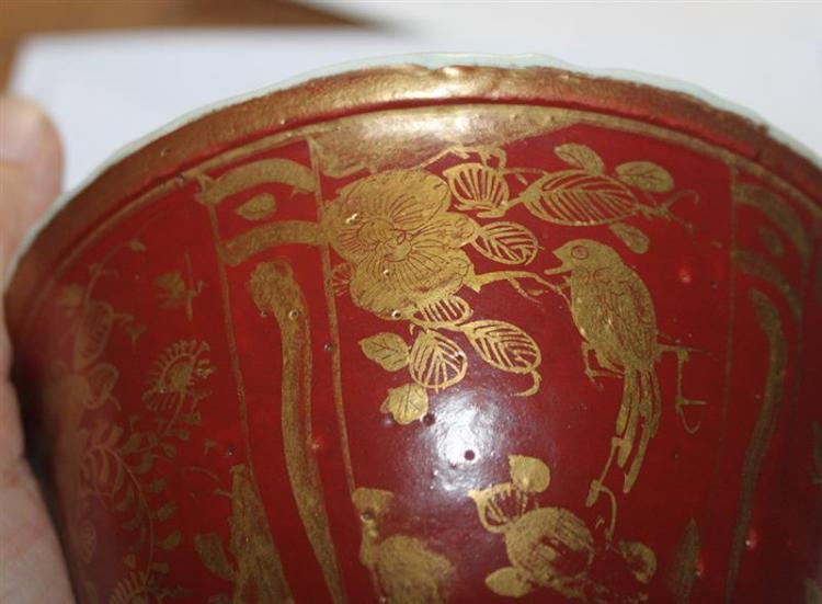 RED AND GOLD-DECORATED PORCELAIN BOWL In bell form with bird and flower motif. Diameter 4.8