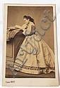 Pierre PETIT (1832-1909) Elégante lisant Tirage albuminé c. 1860.10,5 x 6 cm, Pierre Petit, Click for value
