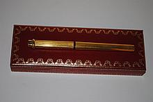 CARTIER - stylo feutre plaqué or, dans sa boîte avec certificat. Parfait état.