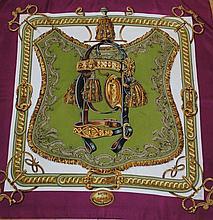 HERMES, paris - carré de soie, 90 x 90 cm, thème  bride de cour , bord prune, tr