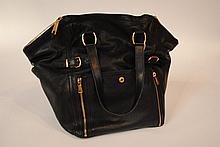 YVES SAINT LAURENT - sac Downtown, cuir noir et bijouterie dorée, 34 x 33 x 24 c