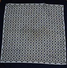 GUCCI - carré de soie, 90 x 90 cm, thème monogram de la marque, bord bleu. Bel é