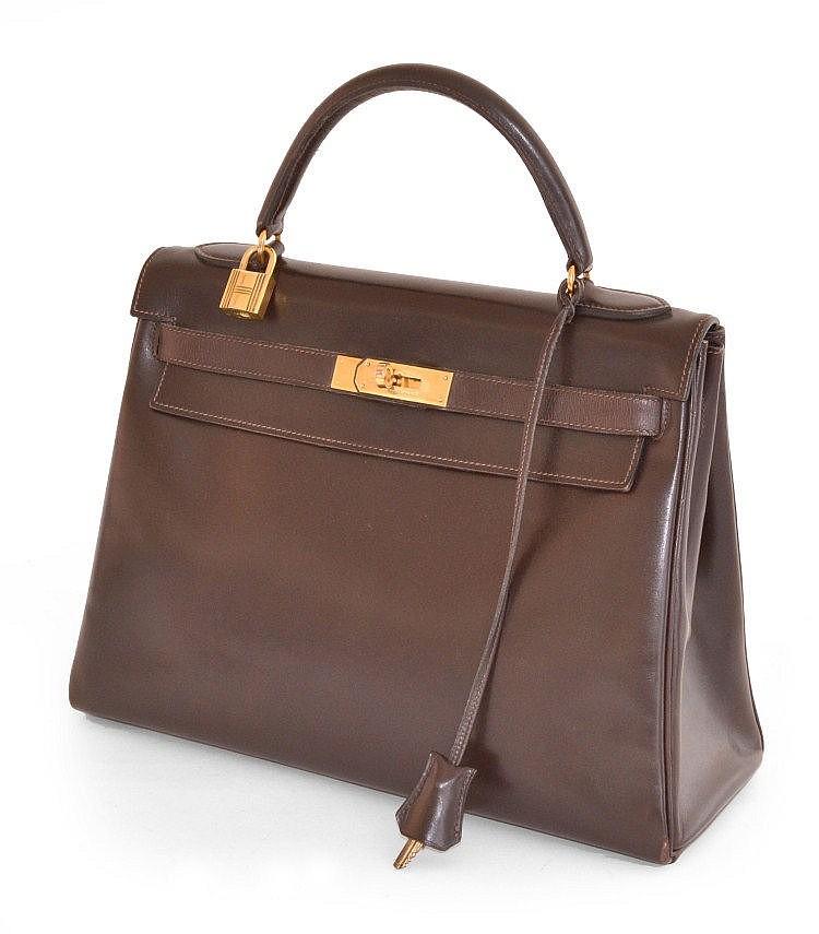 HERMES, paris - sac kelly 32 cm, cuir box marron foncé, attributs dorés, complet