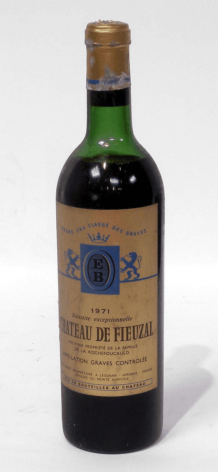 12 Bouteilles de CHÂTEAU FIEUZAL, grand cru classé, 1971.