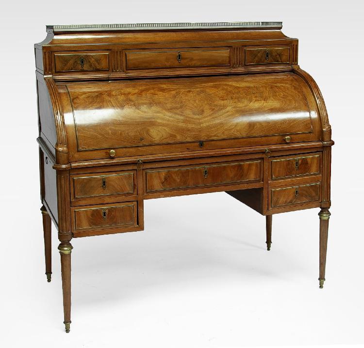 BUREAU cylindre en placage d'acajou blond. Epoque Louis XVI. 131 x 126 x 83 cm