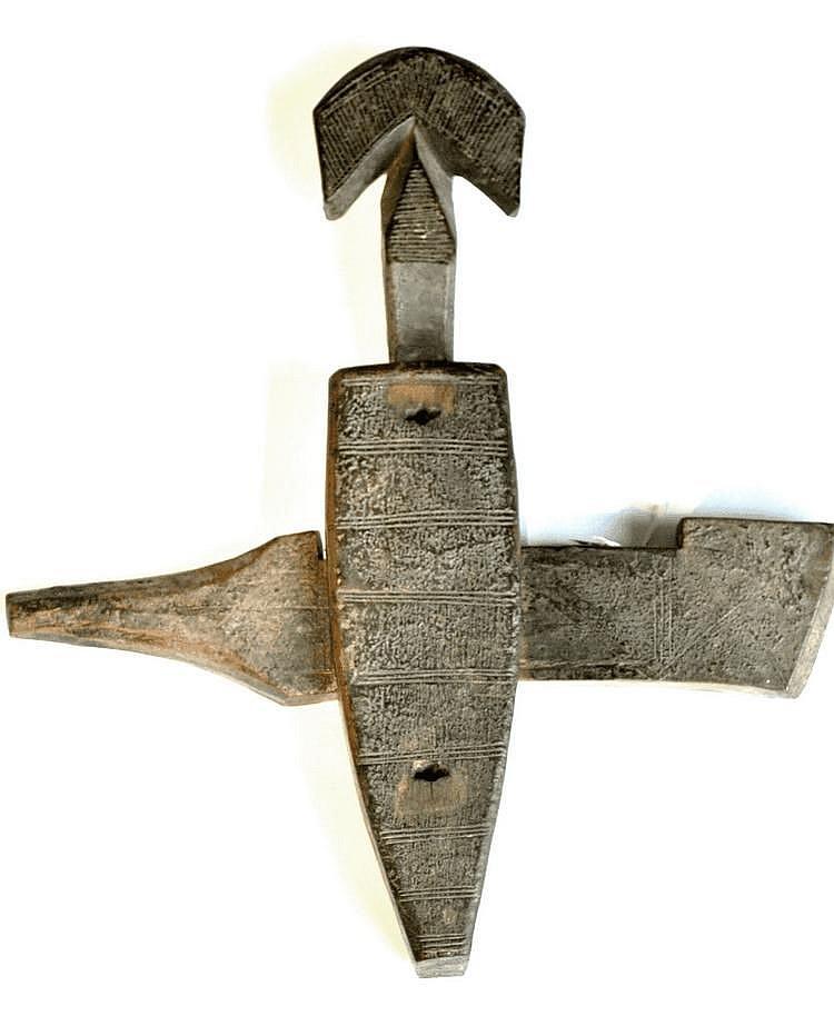 Mali, BAMBARA. Belle et authentique serrure de porte de grenier. Belle patine d'usage. Bois. H/40,5 - L/36 cm