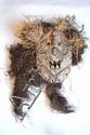 RDC, NDAKA. Beau masque polychrome de forme ovale des vallées de L'Ituri. La bouche en carré, grande ouverte, présente quatre dents en pointe. Ce masque semble particulièrement bienveillant malgré la bouche ouverte. Bois, fibres 26 cm sans la coiffe