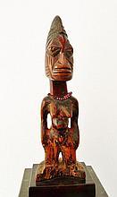 Statuette féminine IBEJI - Peuple YORUBA - Nigeria - Bois - Dimension: H. 28,5 cm Provenance: Collection particulière Belgique (Bruxelles) Statuette Ibeji parfaitement dans l'esprit de ces objets très recherchés et tellement particuliers qui