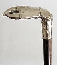 CANNE à poignée équerre représentant une pince de crabe en métal nickelé